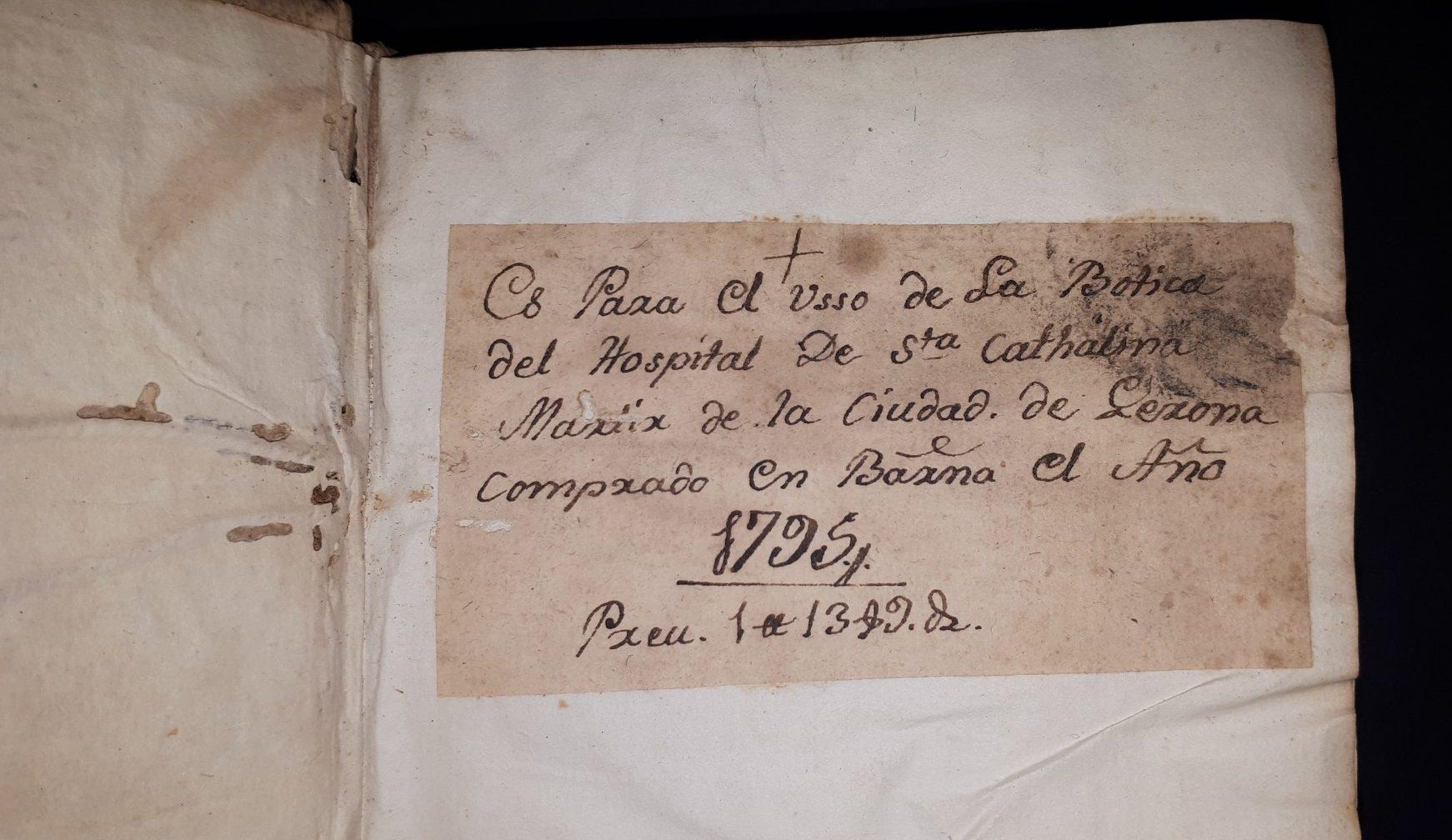 text manuscrit d'un llibre antic de farmàcia