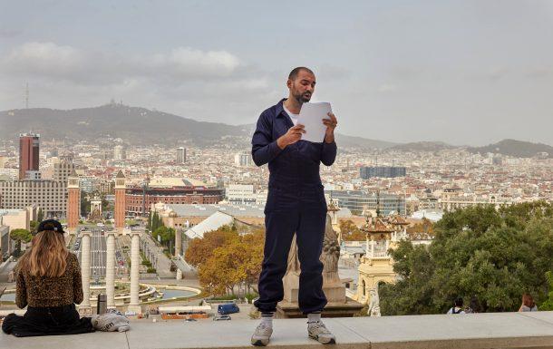 Daniel Gasol llegint un manifest
